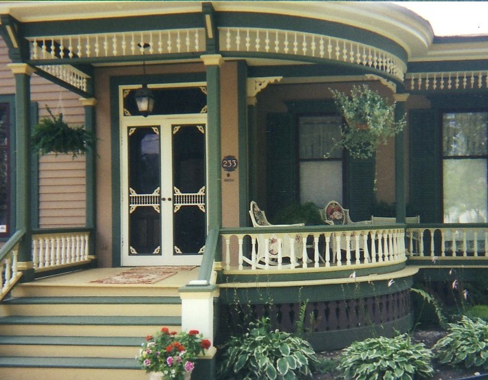 Ponke Italianate Porch