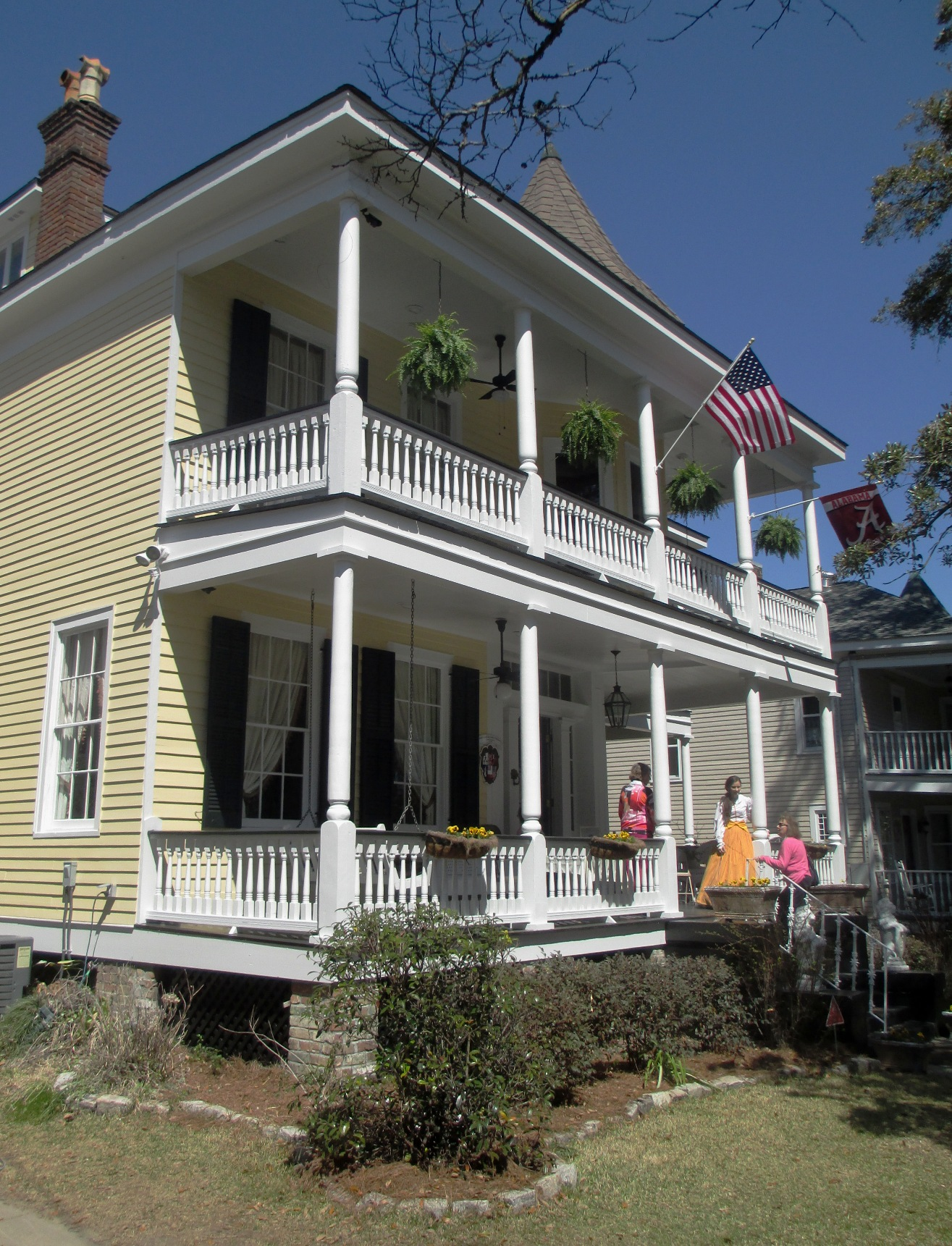 Mobile alabama home tour 2014 historic house colors for Home builders alabama