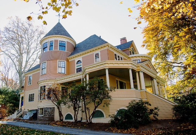 Queen anne victorian in winchester massachusetts for Queen anne victorian house